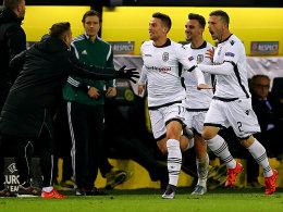 Freude pur: Salonikis Mak, Mystakidis und Skondras (v.li.) freuen sich über das 1:0.