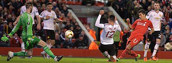 Voll ins Schwarze: Liverpools Roberto Firmino (2.v.re.) trifft zum 2:0.