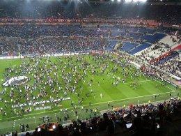 Ausschreitungen und Platzsturm in Lyon
