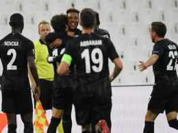 Zehn Frankfurter gewinnen ohne Fans 2:1 in Marseille