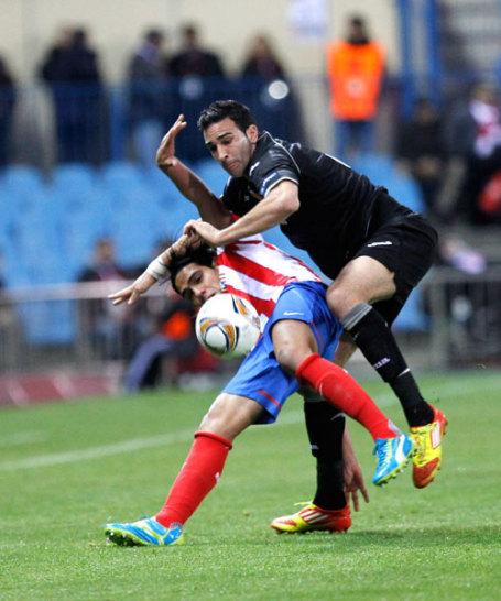 Falcao gegen Adil Rami (re.)