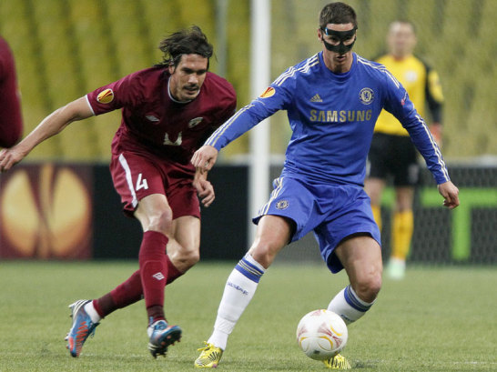"""Chelseas Torres machte schon nach vier Minuten das 1:0 gegen Rubin Kasan, das das """"Heimspiel"""" im dünn besetzten Moskauer Lushniki-Stadion austrug."""