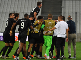 In Unterzahl: Joker Jovic schießt Frankfurt spät zum Sieg