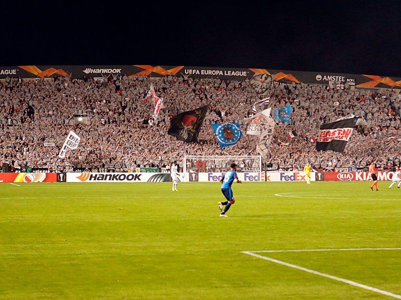 Stimmungsmacher: Frankfurter Fans in Nikosia.