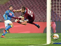 Verdi-Volley und Ounas-Gala - Napoli zieht mühelos weiter