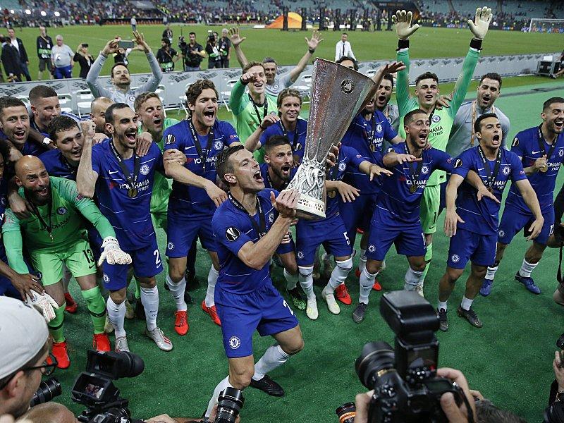 Riesenjubel: Die Spieler von Chelsea bejubeln den Pokalsieg.
