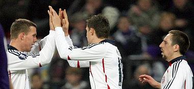 podolski (li.), Klose und Ribery (re.) jubeln.