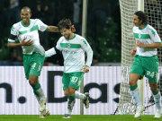 Führungstorschütze Naldo (li.) freut sich mit Diego und Pizarro