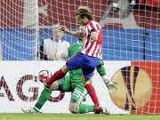 Diego Forlan gegen Reina