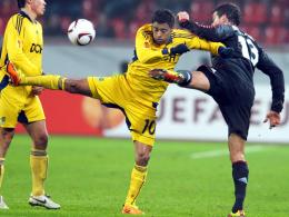 Ballett: Leverkusens Michael Ballack (re.) gegen Charkiws Cleiton Xavier.