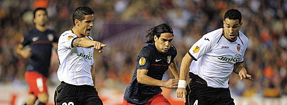 Valencias Rami und Ricardo Costa (re.) gegen Falcao