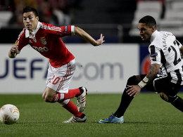 Benficas Gaitan (li.) lässt Newcastles Marveaux stehen.