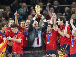 6,175 Kilogramm schwer, 36,8 Zentimeter hoch: Im Jahr 2010 holte Spanien den WM-Pokal in die Heimat.