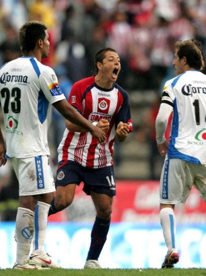 Chicharito im Trikot von Deportivo Guadalajara
