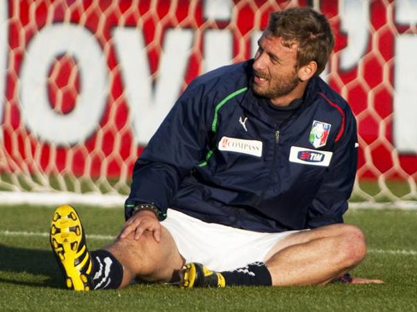 Zwangspause: Italiens Daniele de Rossi musste wegen einer Wadenverletzung im Testspiel zusehen.