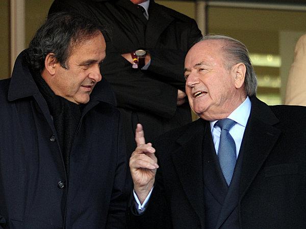 Sepp Blatter, links Michel Platini