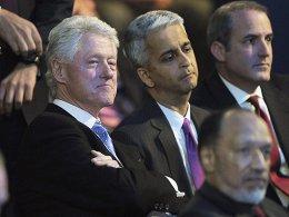 Versteinerte Mienen bei der Bekanntgabe der WM-Vergabe: der frühere US-Präsident Bill Clinton und Verbandspräsident Sunil Gulati.