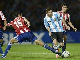 Victor Caceres gegen Lionel Messi