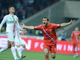 Entscheidung in der 6. Minute: Der Russe Kerzhakov jubelt, Portugals Pepe ist konsterniert.