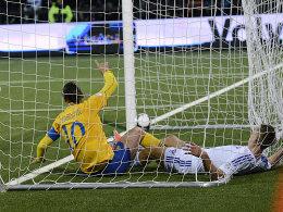 Zlatan Ibrahimovic jubelt über den 2:1-Siegtreffer der Schweden auf Faröer.