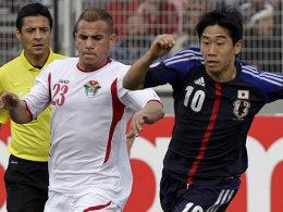 Shinji Kagawa, hier im Zweikampf mit Jordaniens Oday Saleh.