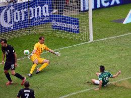 Mexikos Peralta durfte beim 5:1 gleich zwei Treffer bejubeln.