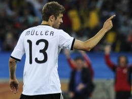 """Wie einst Vorbild und Namensvetter Gerd mit der """"13"""": Thomas M�ller, WM-Torsch�tzenk�nig 2010 in S�dafrika."""