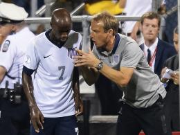 Du bist dabei! US-Nationaltrainer Jürgen Klinsmann im Gespräch mit DaMarcus Beasley.