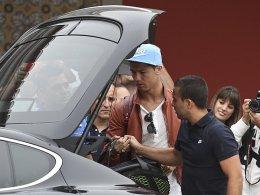 Ankunft bei der Nationalmannschaft: Cristiano Ronaldo (Mi.).