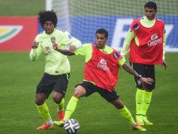 Brasiliens Kapitän Thiago Silva (re.) wird gegen Panama pausieren - für ihn dürfte Danta (li.) beginnen.