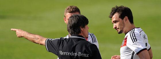 Joachim Löw mit Mats Hummels