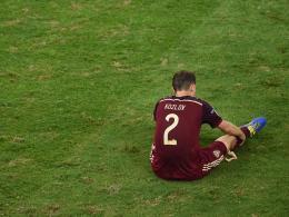 Tristesse: Russlands Kozlov sitzt nach dem Abpfiff enttäuscht am Boden.
