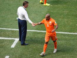Trainer Louis van Gaal (li.) muss umplanen: Nigel de Jong fällt aus.