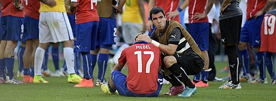 Niedergeschlagen: Gary Medel (#17) nach dem WM-Aus von Chile.