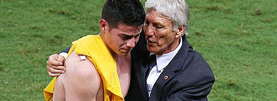 Trost nach der Niederlage: WM-Star James und Trainer José Pekerman.