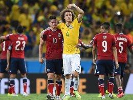 Trost für den WM-Star: David Luiz kümmert sich nach Kolumbiens Aus um James (li.).