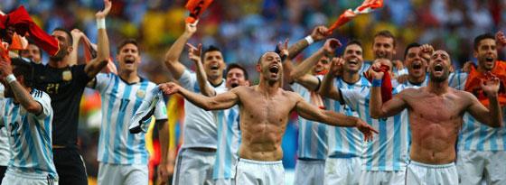 Ausgelassene Freude nach 24 Jahren ohne Halbfinalteilnahme: Argentiniens Team im Freudenrausch.