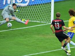 Der fünfte Streich: DFB-Stürmer Thomas Müller trifft zum 1:0 gegen Brasilien.