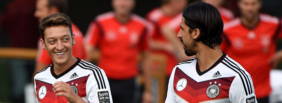 Gute Freunde - und Mitbewohner: Mesut Özil (li.) und Sami Khedira wohnen am Zuckerhut im selben Haus.