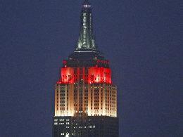 Das Empire State Building in Schwarz-Rot-Gold.