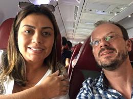 Mit Willians Frau im Flugzeug -