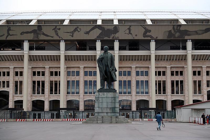 LED-Weltrekord und kurioser Anbau: Die WM-Stadien