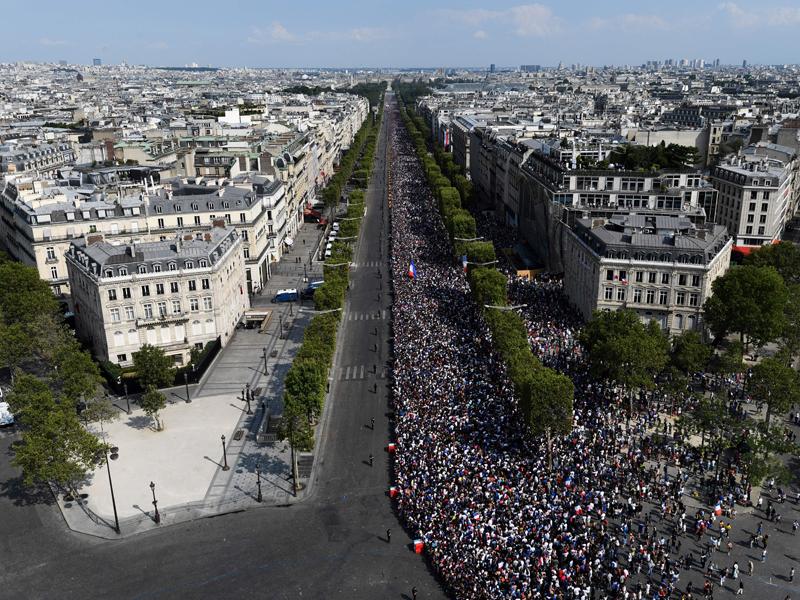 Party in Paris: Frankreich feiert seine WM-Helden