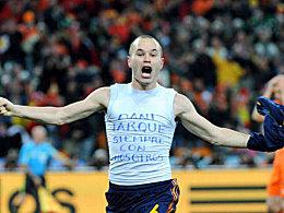Iniestas Jubel war �berschw�nglich - trotzdem gedachte er im Moment der gr��ten Freude seinem verstorbenen Freund Daniel Jarque von Espanyol Barcelona.