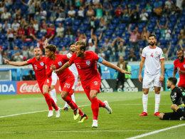 Kane köpft England zum späten Auftaktsieg