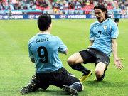 Luis Suarez (verdeckt) netzt zum 1:0 ein