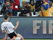 Miroslav Klose bejubelt sein 1:0.