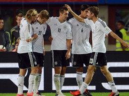 Schmelzer, Reus, Klose, Khedira und Müller (v.li.) bejubeln die Führung