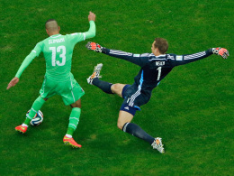Islam Slimani, Manuel Neuer (re.)