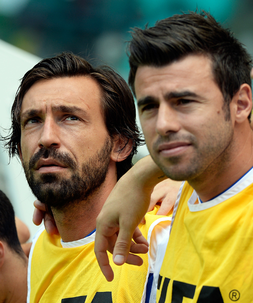 Nach der 6:7-Niederlage im Elfmeterschießen gegen Welt- und Europameister Spanien kräftig rotieren fielen etliche Akteure bei den Italienern aus. Unter anderem auch Spielmacher Andrea Pirlo, der von der Seitenlinie aus zusah.